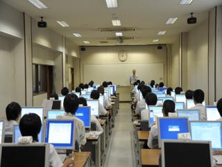 総合情報センター演習室